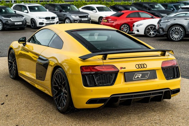 The ultimate everyday supercar? 🐝💛⁣ ⁣ Full advert on our website, link in bio!⁣ ⠀⠀⠀ ⠀⠀⁣⁣⁣⁣⠀⁣ ———⁣ #audi #r8 #r8v10plus #cars #car #carsofinstagram #auto #supercars #carlifestyle #instacar #luxury #photography #automotive #like #racing #turbo #supercar #follow #instacars #carswithoutlimits #luxurycars #redlinesocial