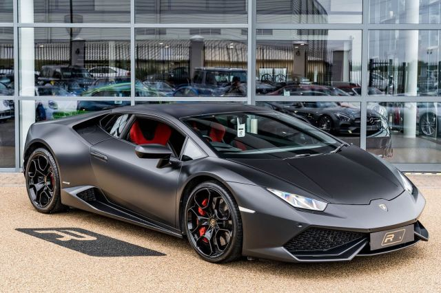 Stealth mode activited 🦇  Full advert on our website, link in bio! ⠀⠀⠀ ⠀⠀⠀ ——— #lamborghini #lamborghinihuracan #huracan #cars #car #carsofinstagram #auto #supercars #carlifestyle #instacar #luxury #photography #automotive #like #racing #turbo #supercar #follow #instacars #carswithoutlimits #luxurycars #redlinesocial