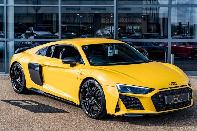 Bumblebee Spec 🐝💛  Full advert on our website, or call for more details. ⠀⠀⠀ ⠀⠀⠀ ——— #audi #r8 #audir8 #cars #car #carsofinstagram #auto  #supercars #carlifestyle #instacar #luxury #photography #automotive #like #racing #turbo #supercar #follow #instacars #carswithoutlimits #luxurycars #redlinesocial